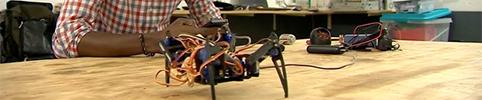 Les innovateurs togolais transforment les déchets du monde en robots