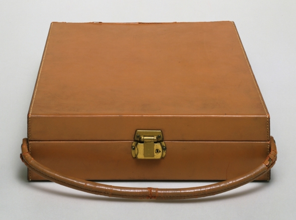 Marcel_Duchamp_Box_in_a_Valise_From_or_by_Marcel_Duchamp_or_Rrose_Selavy_1935-1941_01