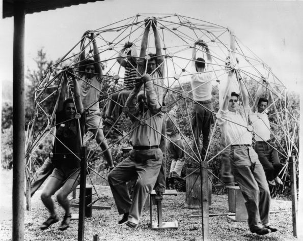 1948_Buckminster_Fuller_and_students_with_the_first_model_of_Geodesic_Dome_1948