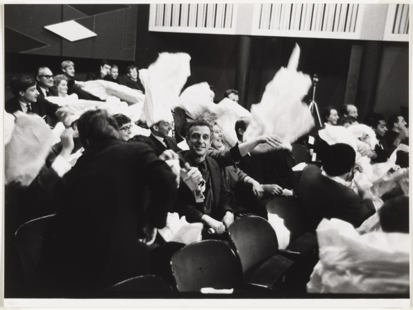 Benjamin_Patterson_Paper_Piece_1960_Audience_participating_01